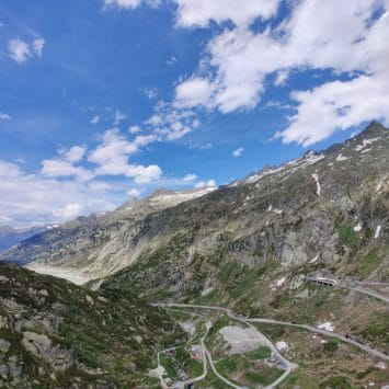 Exploring Switzerland by motorcycle (En)